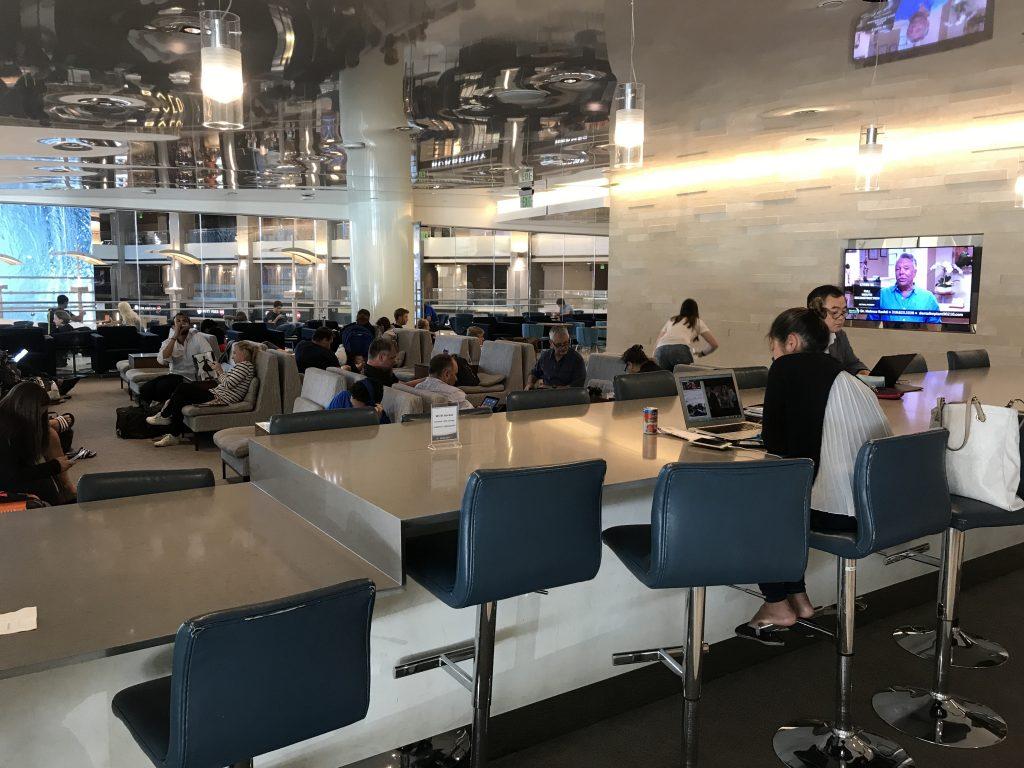 One-World-lounge-LAX