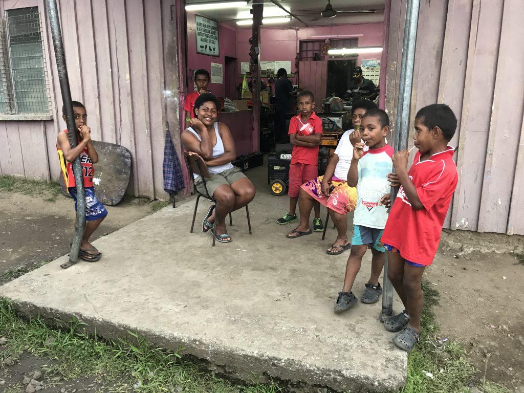 happy-people-Fiji