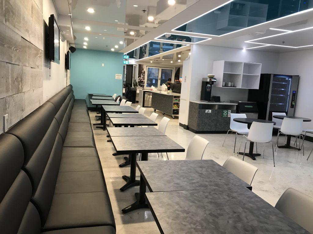 M-Montreal-hostel-kitchen